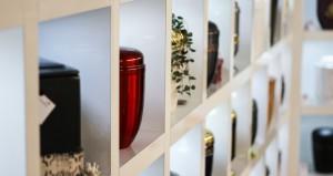 Große Sarg- und Urnen Ausstellung in unserem Haus - Bücken-Brendt Bestattungen Eschweiler